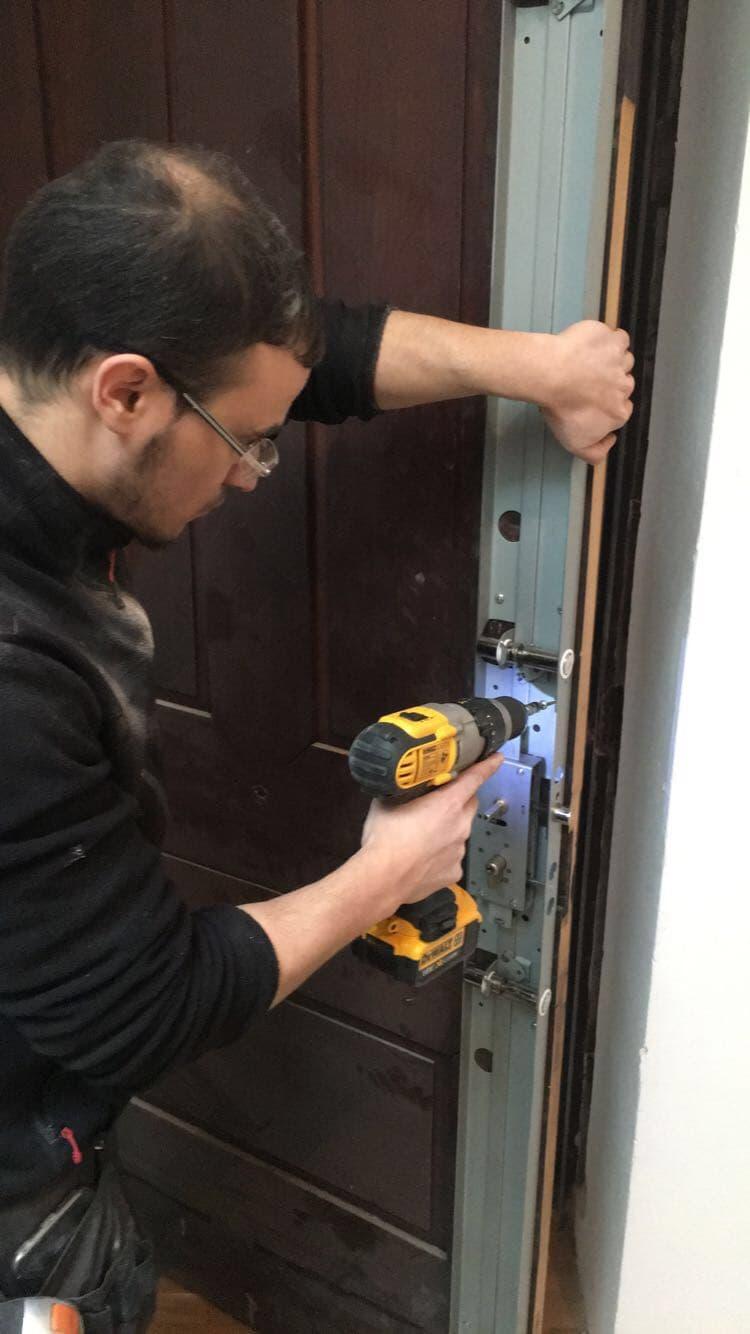 Ouverture de porte claquée
